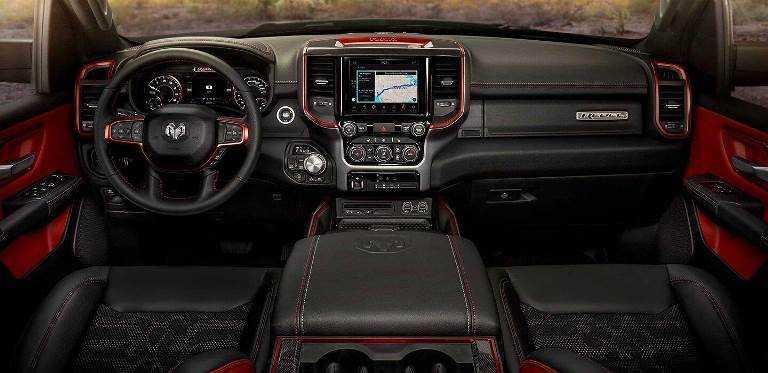 RAM-1500-2019-interior tecnología